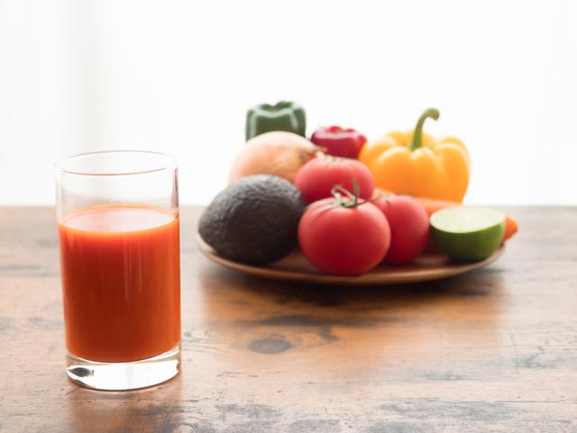 野菜と野菜ジュース