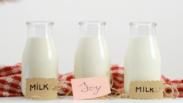 牛乳と豆乳、健康にいいのはどっち?|管理栄養士執筆