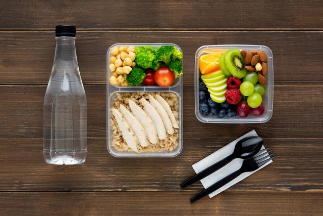 水、果物、ヘルシーな食事