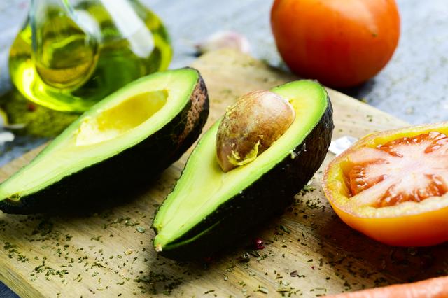 アボカドは高カロリー?それともダイエット食材?