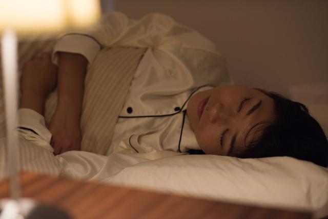 よく眠る女性