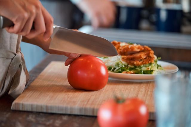 トマトを調理する