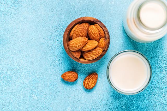 アーモンドミルクの栄養素、魅力はどんな点?|管理栄養士執筆