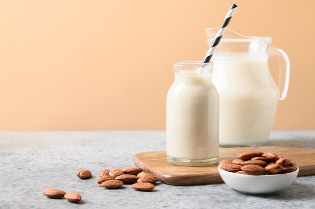 アーモンドミルクはダイエットに効果的?|管理栄養士執筆