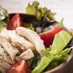 サラダチキンは塩分高め!減塩しながら食べるには|管理栄養士執筆